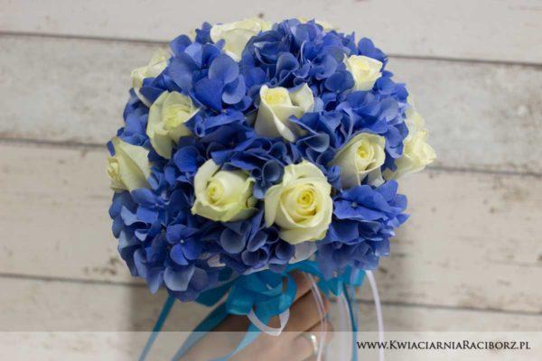 bukiet ślubny niebieski hortensja róże