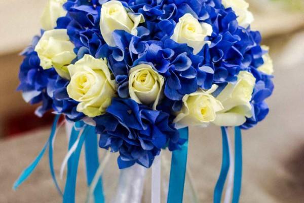 niebieski bukiet ślubny hortensja