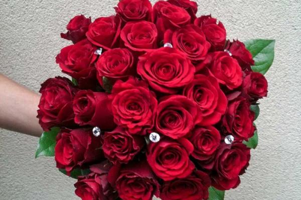 bukiet ślubny czerwone róże