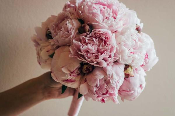 bukiet ślubny piwonie różowy